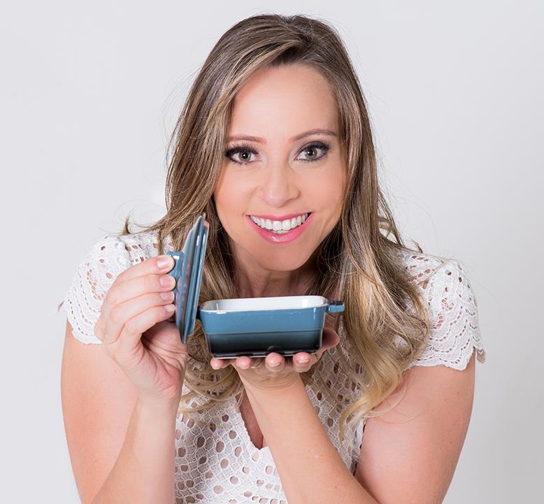Dani Oliveira - blogueira e criadora do Cozinha Travessa