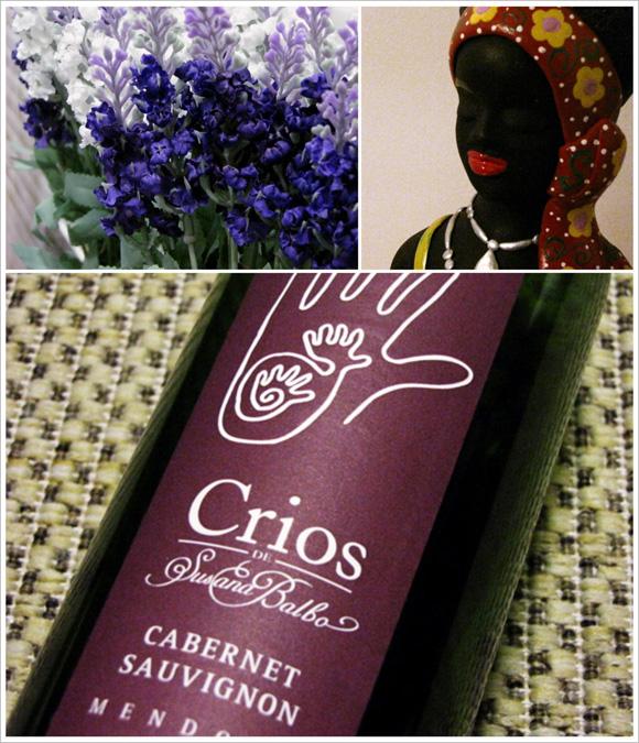 imagem de flores de lavanda artificiais uma boneca de cerâmica e uma garrafa de vinho crios de susana baldo