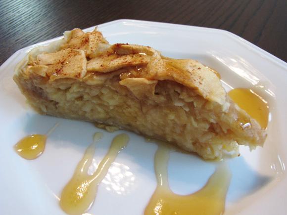 foto de um pedaço de torta de maça