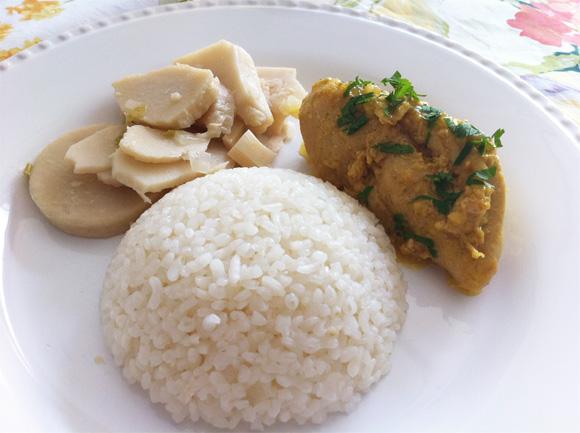 foto de peito de frango com creme de leite fresco, guariroba e arroz