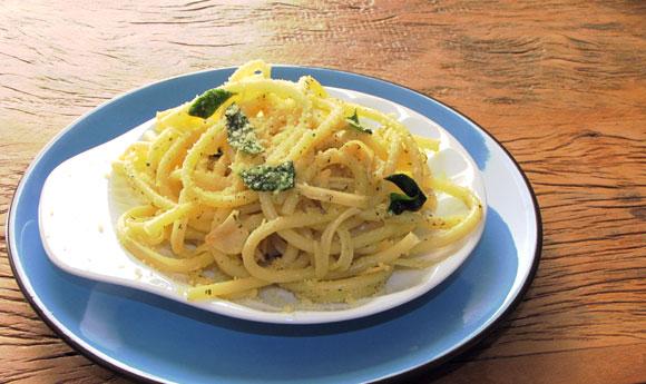 Resultado de imagem para Espaguete com manjericão alho e oleo