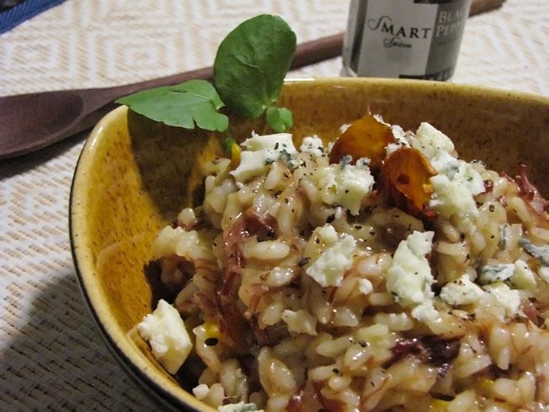 Risoto de carne seca com cubos de abóbora japonesa e farelo de gorgonzola