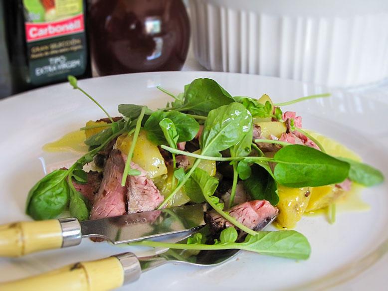 Salada de batatas com rosbife e molho de azeite Carbonell e mostarda