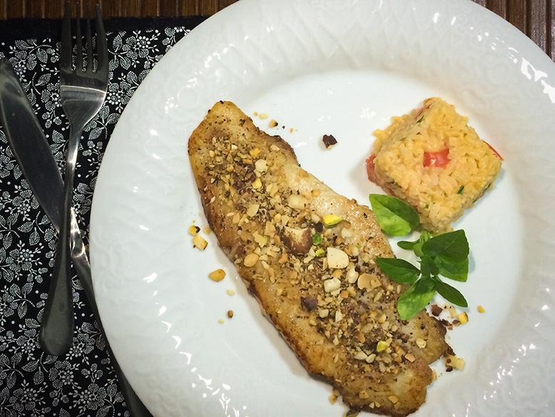 Peixe grelhado com crosta de castanhas