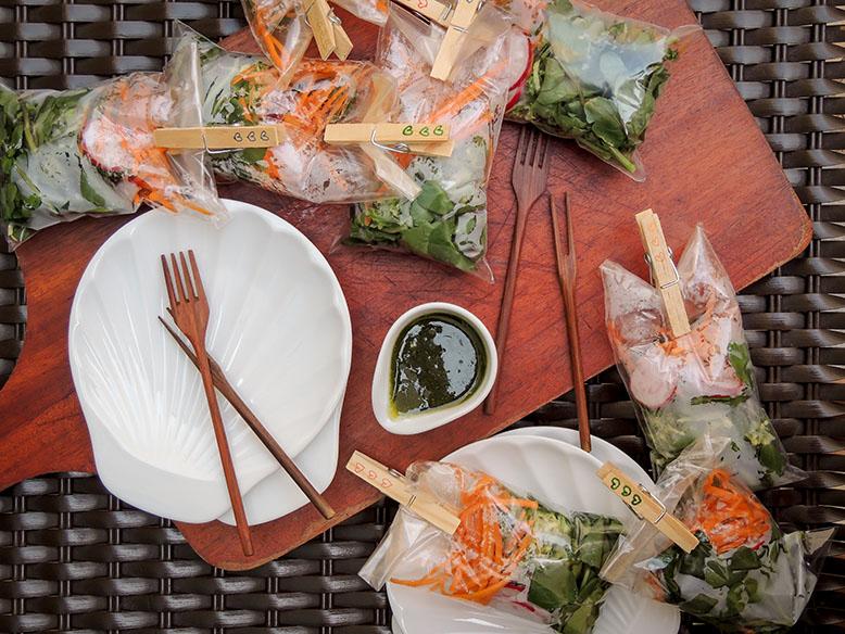 Salada servida no saquinho para piquenique