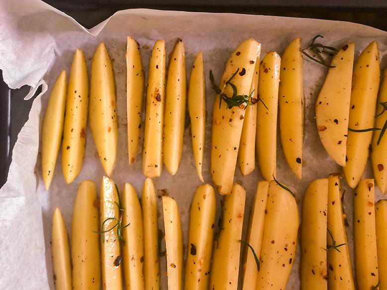 Receita de batatas rústicas com pimenta calabresa e alecrim