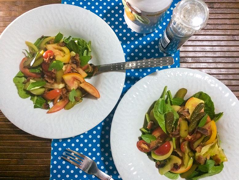 Receita de salada mix de tomates com crispy de bacon