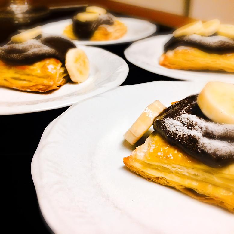 Receita de sobremesa com massa folhada e creme de nutella e banana