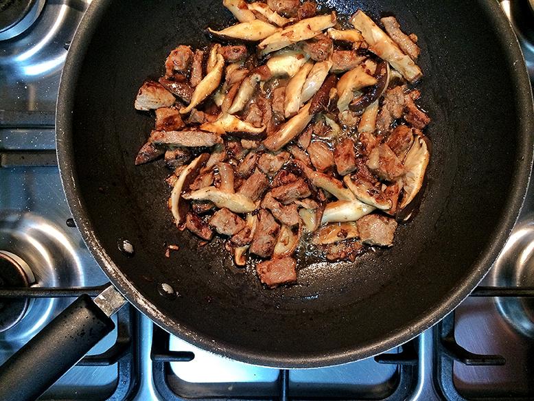 Receita de risoto de shitake fresco e tiras de carne