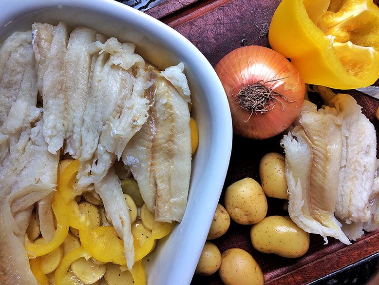 Receita de bacalhau ao forno com pimentão amarelo e batata bolinha