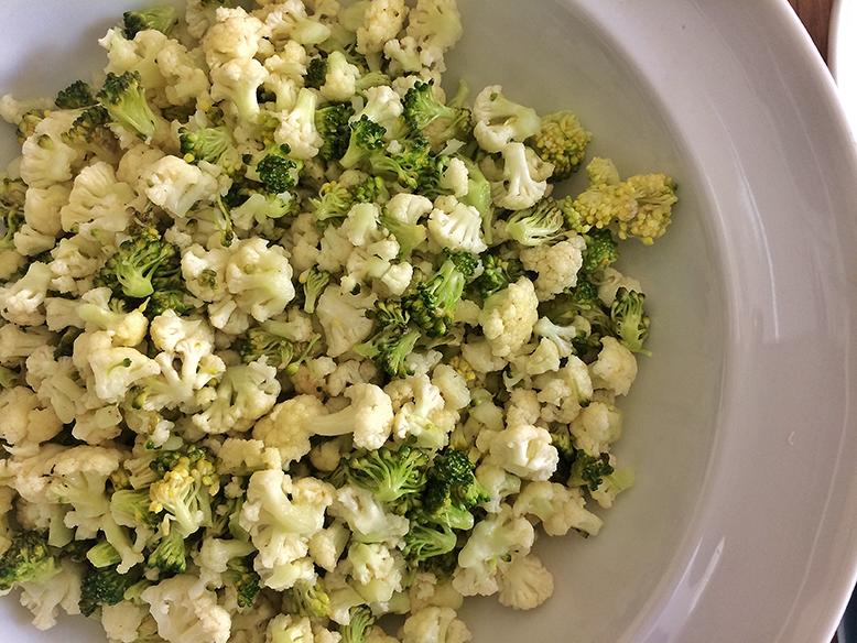 Receita de salada de brócolis e couve-flor