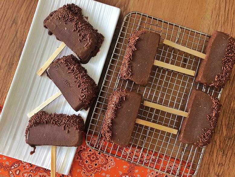 Picolé Chicabon com granulado de chocolate