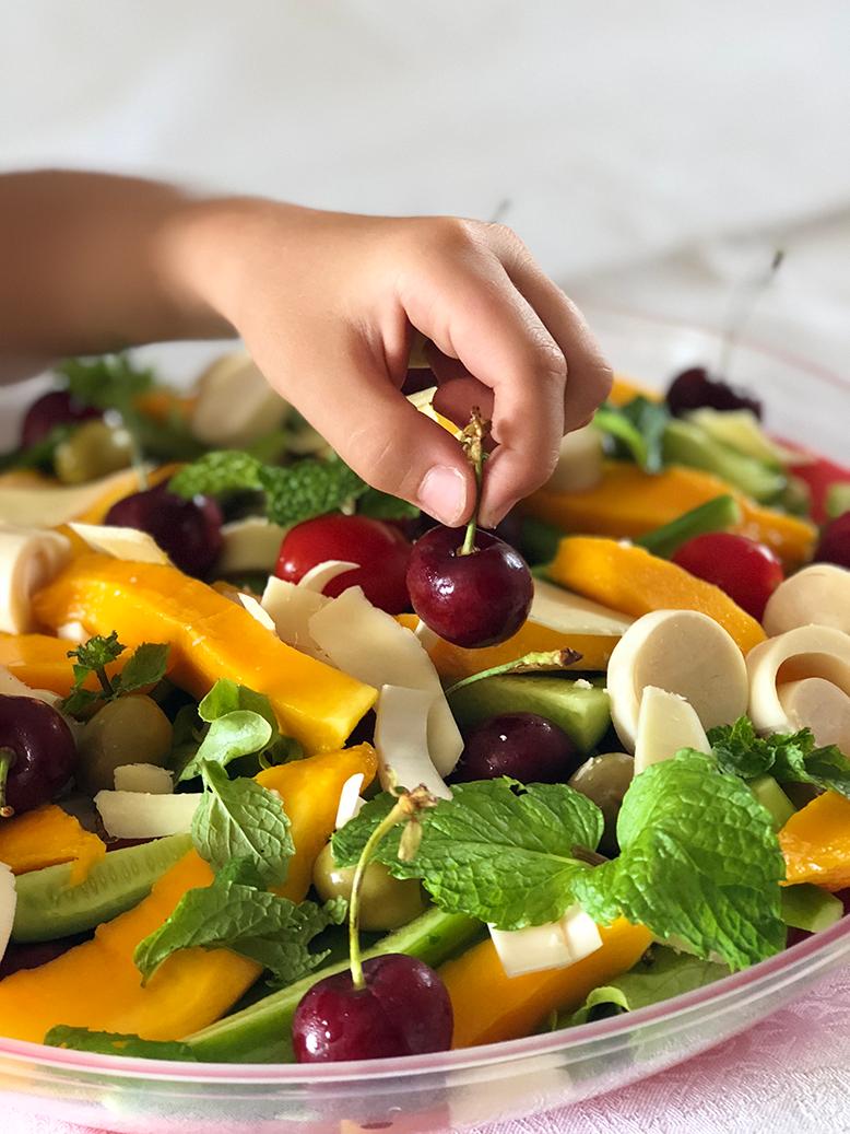 Salada com cerejas
