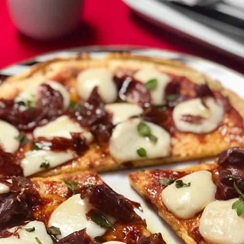 Receita de pizza de muçarela de búfala com jamon pata negra