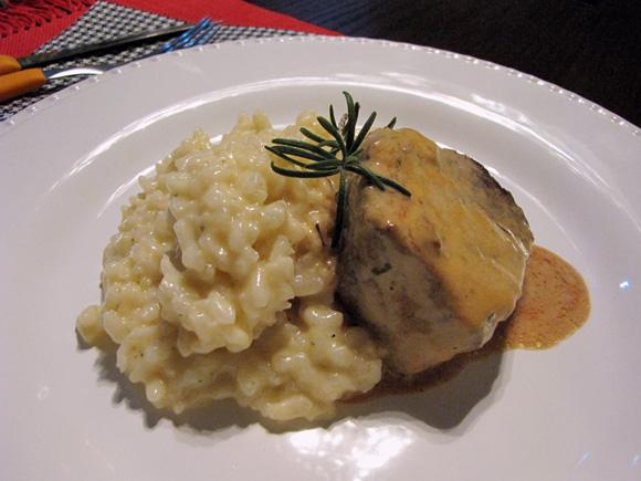 foto de um prato com risoto de manteiga de trufa branca e filé mignon com molho de mostarda e whisky