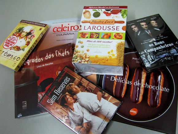 foto de livros e DVDs de culinária e gastronomia