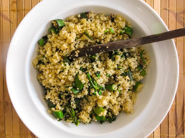 Receita funcional: quinoa com quiabo e brócolis orgânicos