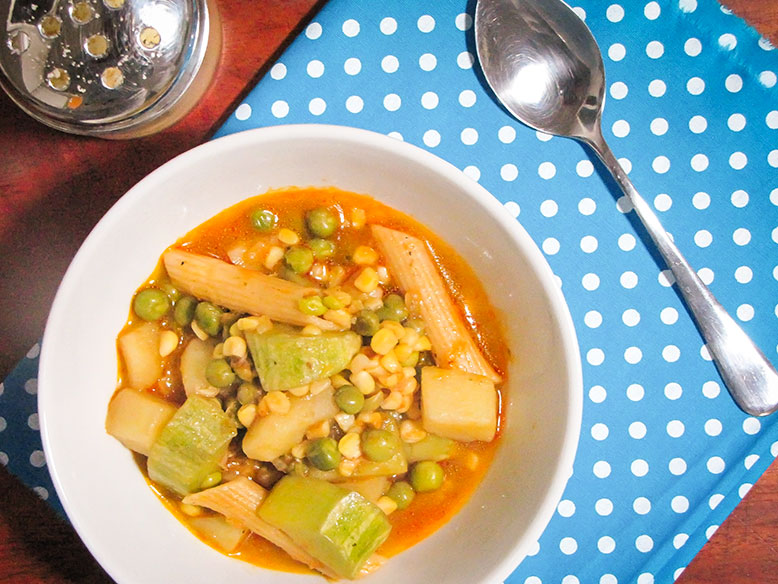 Sopa de milho com batata e abobrinha