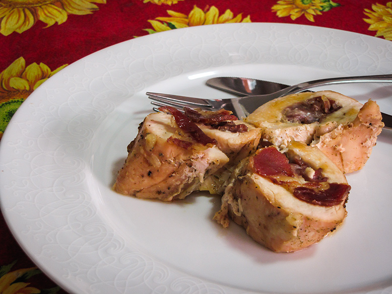 Peito de frango recheado com coppa e requeijão cremoso