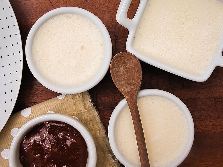 Mousse de queijo com calda de goiabada