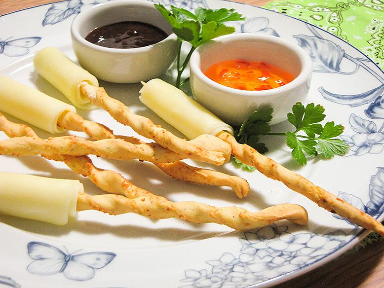 Palitinhos salgados com queijo e geleias