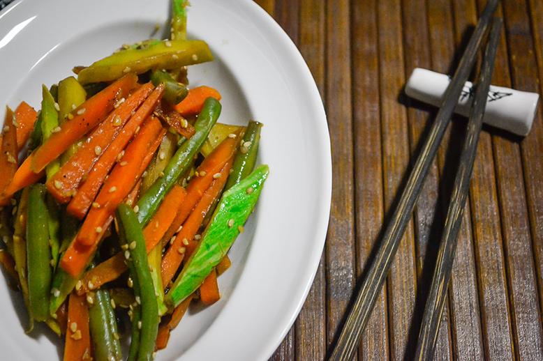 Legumes com gergelim salteados no shoyu