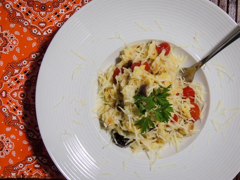 Risoto de bacalhau com mini tomates assados