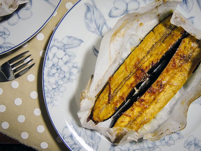 Banana da terra assada no papelote