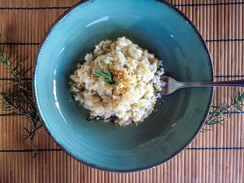 Receita de risoto de limão com couve e alho frito