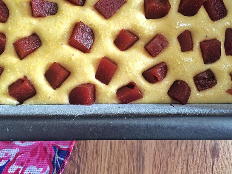 Receita de bolo de milho com goiabada para Festa Junina