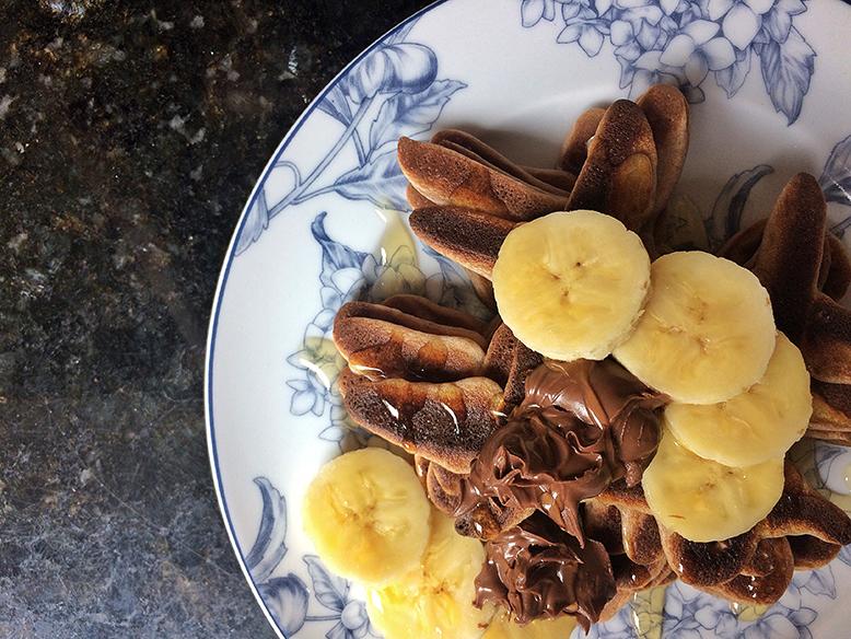 Receita de panqueca de cacau com banana, mel e nutella