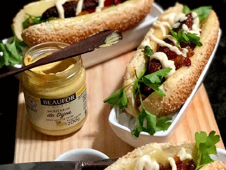 Receita de hot dog com molho de pimentões e salsa